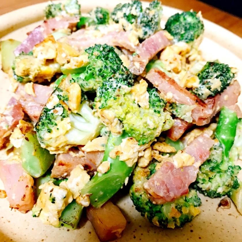 ブロッコリーとベーコンと卵のマヨ炒め☆