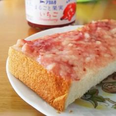 イチゴジャムと酒粕のトースト