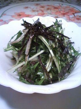 ごま油の香りが食欲をそそる水菜のサラダ