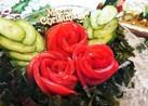 トマトの柊と海藻のクリスマスリースサラダ