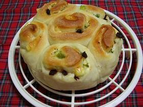 チーズとサラミのちぎりパン