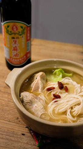 台湾薬膳スープ〖麻油鶏〗ゴマ油鶏肉酒煮