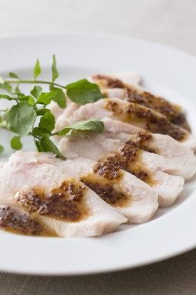 しっとり鶏むね肉のハニーマスタードソース