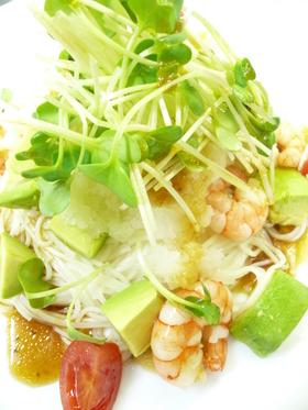 アボカドと海老のサラダ風おろし素麺。