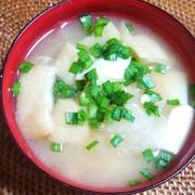 豆富と大根の味噌汁の写真