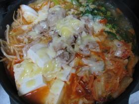 激ウマ!!とろ~りチーズのキムチ鍋