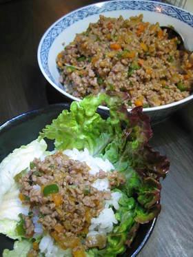 簡単そぼろで✿サラダ菜巻きご飯