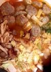 肉団子のトマトスープ鍋 中はお楽しみ!