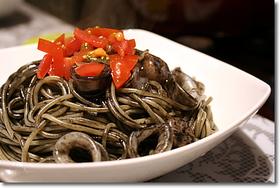 イカ墨の魚貝スパゲティー