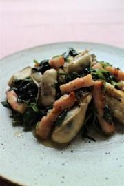 牡蠣とほうれん草の大葉炒めの写真