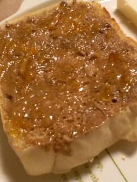 ピーナッツバタージャムトースト