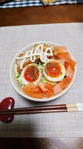 唐揚げと、光輝煮卵に野菜で丼(^-^)v