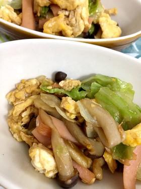 レタスと卵と魚肉ソーセージのさっと炒め♪