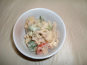 しゃきしゃきレンコンと野菜のごまサラダ