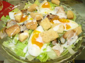 チキンと卵のボリュームたっぷり親子サラダ
