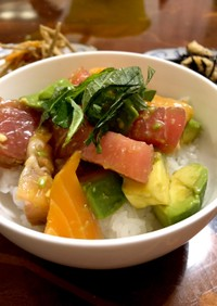 切り落としの刺身とアボカドで 簡単海鮮丼