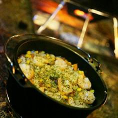 【キャンプ飯】ダッチオーブンでエビピラフ