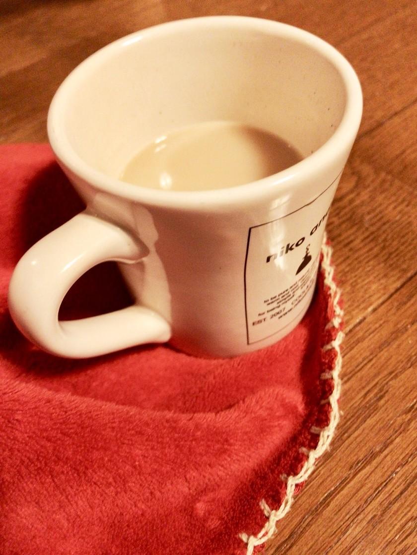 辛いときに飲む麦茶ミルクティ。