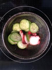 簡単蛸と胡瓜の酢の物の写真