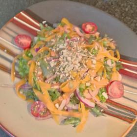 レタスと赤玉葱と人参のマリネサラダ