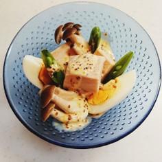 サラダチキンと卵のホットサラダ