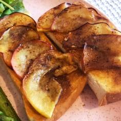 焼きりんごのシナモントースト
