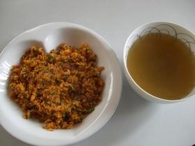 キムチ炒飯とラーメン屋のスープ