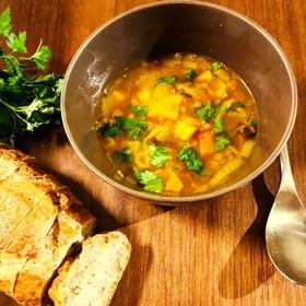 ハーブとスパイスの野菜レンズ豆スープ
