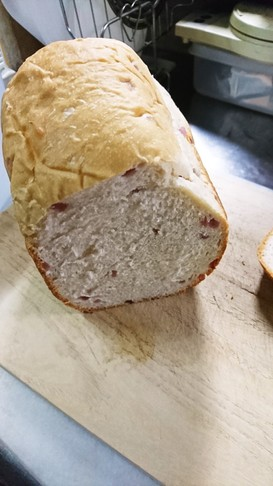 HBでいちごの粒ジャムミルクパン