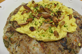 半熟オイマヨ卵のせ♬ソースご飯お好み焼風