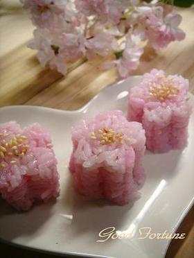 桜の一口おにぎり♪