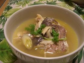 鯛のアラで作るエスニック風スープ