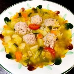 ごはん入り肉団子と野菜のスープ