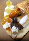 アーモンドの蜂蜜漬けでクリチトースト