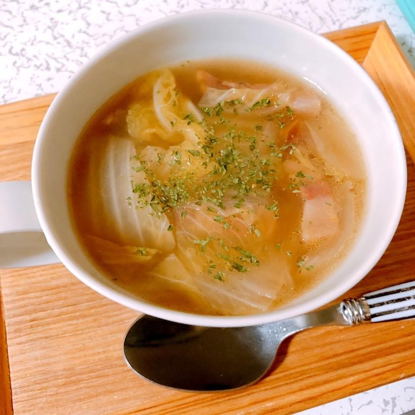 パンチェッタと白菜の簡単コンソメスープ