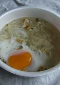 卵カップラーメン