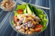 大豆ごろごろドレッシングのサラダの写真