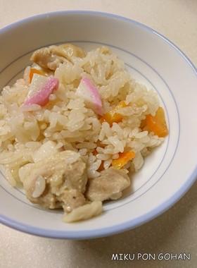 ジューシー風鶏肉とかまぼこの炊き込みご飯