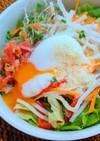 カリカリベーコンの温玉サラダ