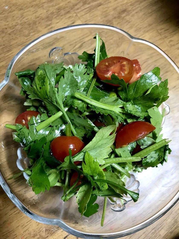 簡単パクチーイタリアンパセリサラダ