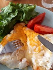簡単朝食♪ずぼらなエッグチーズトーストの写真