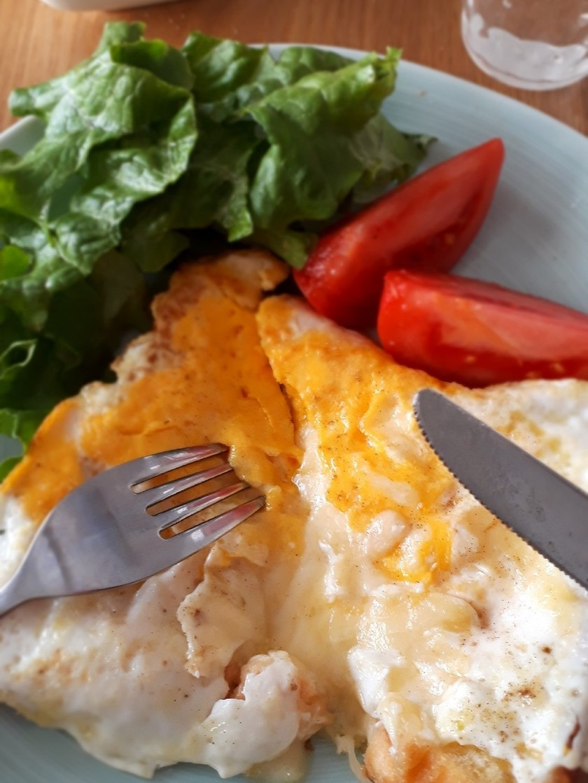 簡単朝食♪ずぼらなエッグチーズトースト