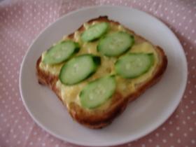 簡単☆きゅうりトースト