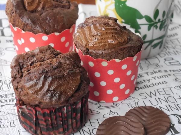 混ぜるだけ簡単★焼きチョコ風カップケーキ