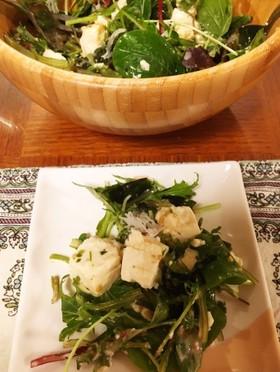 自家製ドレッシングで海藻と豆腐のサラダ