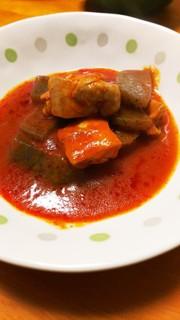 おっさんの蒟蒻、鶏肉のトマトジュース煮の写真