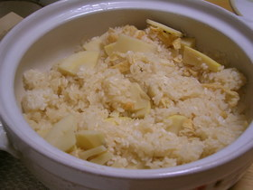 旬のたけのこを使って土鍋ごはん