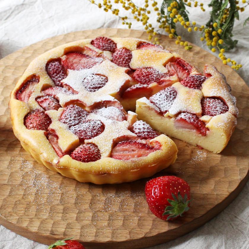 苺のヨーグルトチーズケーキ