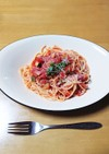 ズッキーニとベーコンのトマトソースパスタ