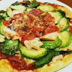 生鮭とアボカドトマトソースピザ